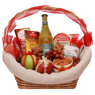 Greece online Florist - A Walk in the Park Basket Bouquet