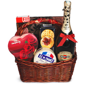 Luxembourg flowers  -  Love Feast Baskets Delivery