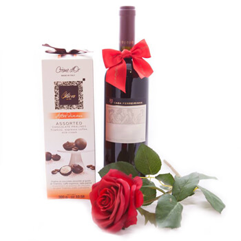 Prishtina online Florist - Romantic Red Wine and Sweets Bouquet