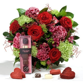 Oslo online Florist - Blossoming Love and Chocolates Bouquet