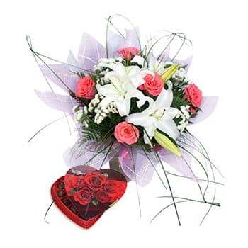 Tajikistan online Florist - Shades of Love Bouquet