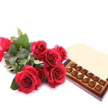 Pau online Florist - Simply Roses and Chocolates Bouquet
