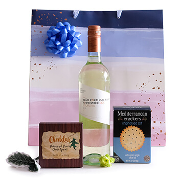 Martinique online Florist - Sweetie Pie Hamper Bouquet