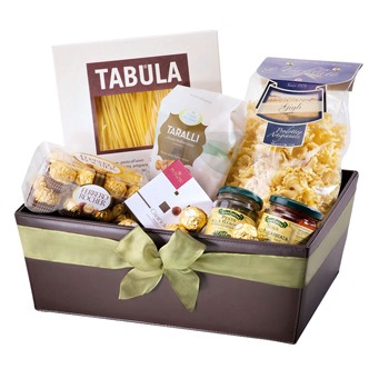 Sheffield flowers  -  Exquisite Family Picnic Hamper Flower Delivery