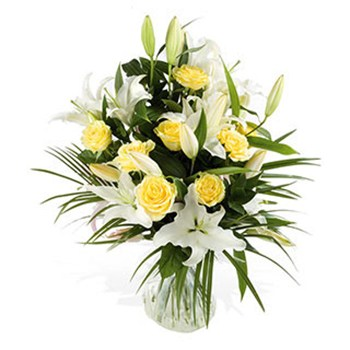 United Kingdom flowers  -  Yellow and White Delights Baskets Delivery