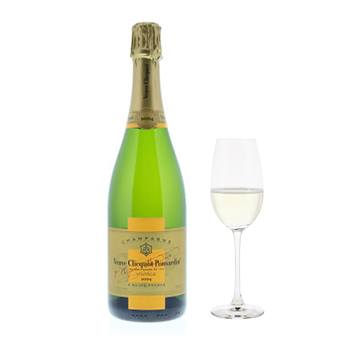 Virginia Beach flowers  -  Veuve Clicquot with Flutes Gift Set Baskets Delivery