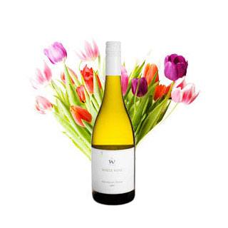 Greece online Florist - Freshness of Spring Gift Set Bouquet
