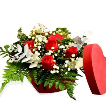 Naestved flowers  -  Heart Hat box Flower Delivery