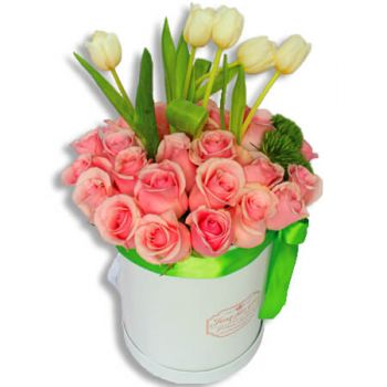 Carolina online Florist - Captivating beauty Bouquet
