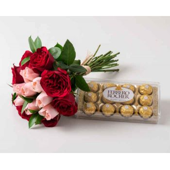 Marabá flowers  -  Bouquet of 15 Two-Color Roses and Chocolates Flower Delivery