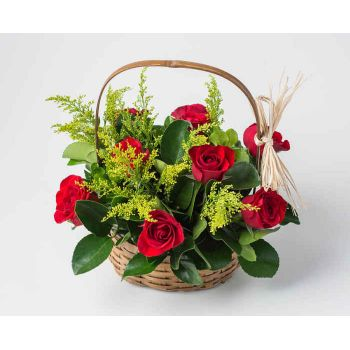 Salvador online Florist - Basket with 9 Red Roses and Foliage Bouquet