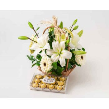 Belém online Florist - Basket of Lilies, White Gerberas and Chocolat Bouquet