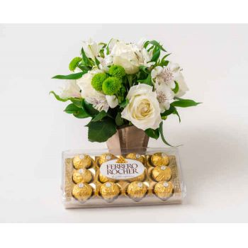 Patos flowers  -  Arrangement of Roses and Astromelia in Vase a Flower Delivery