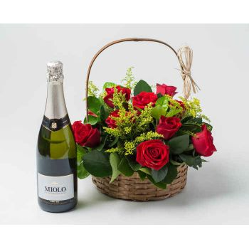 Belém online Florist - Traditional Basket with 9 Red Roses and Spark Bouquet