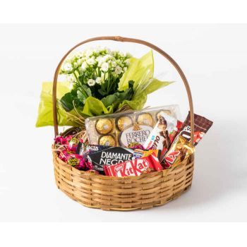 Sao Paulo online Florist - Luxury Coffee Basket with Chocolate and Flowe Bouquet