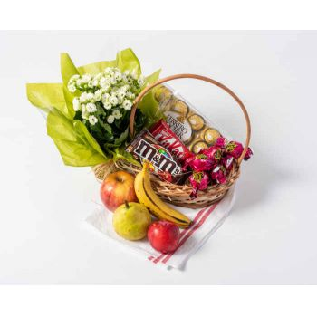 Brasília online Florist - Basket of Chocolate, Fruits and Flowers Bouquet
