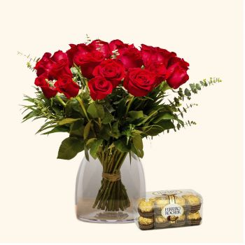 Tossa de Mar flowers  -  Pack 18 Red Roses + Ferrero Rocher Flower Delivery