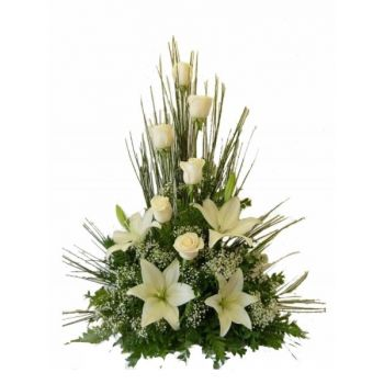Zagreb flowers  -  White Flowers Pyramide Flower Bouquet/Arrangement