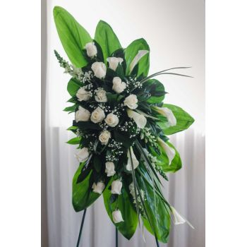 Coral Estate online Florist - Modern standing spray Bouquet